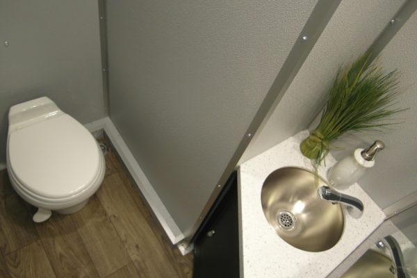 4-stall-interior4